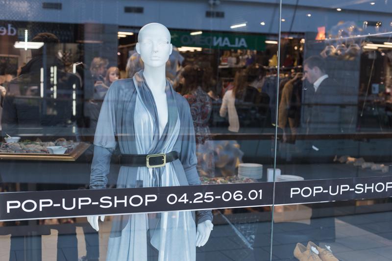 Dizainerio R. Kalinkino parduotuvės įrengimui panaudota 24 km. kino juostos