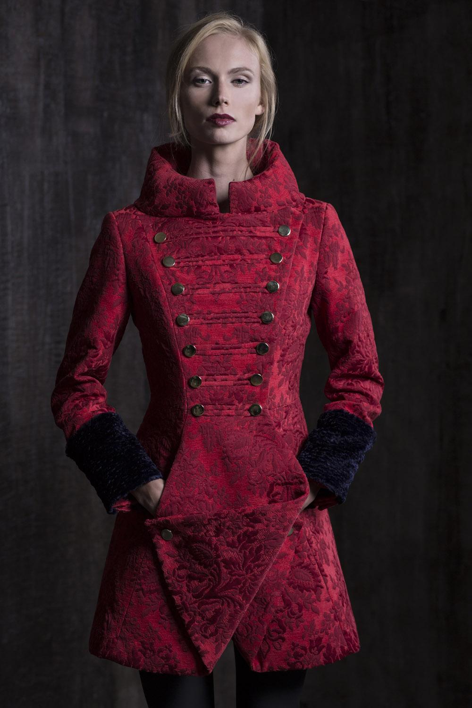Roberto Kalinkino rudens-žiemos kolekcijoje – nuosaikesnės spalvos ir prabangesnės medžiagos