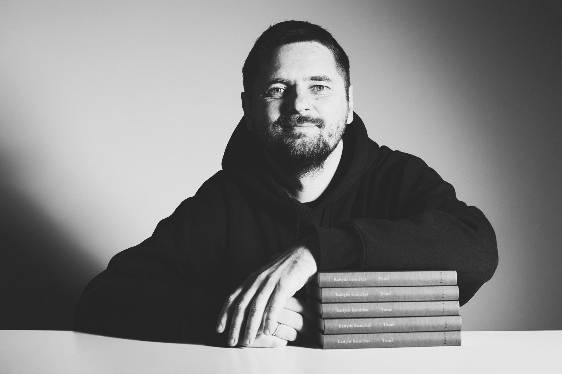 """Knygą """"Turnė"""" išleidęs Kastytis Sarnickas-Kastetas: rašymas padėjo susidoroti su nerimu"""