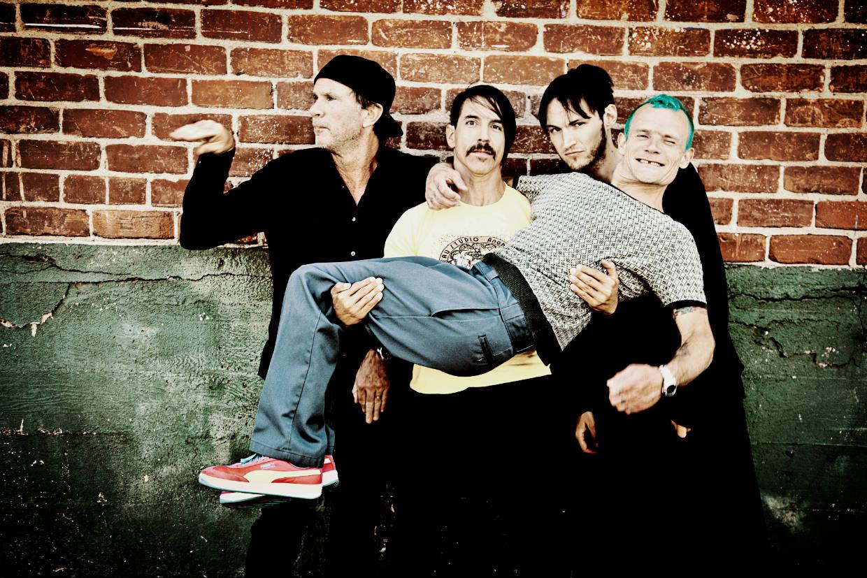 """""""Red Hot Chili Peppers"""" vokalistui A.Kiedžiui gerbėjai Lietuvoje rengia staigmeną"""