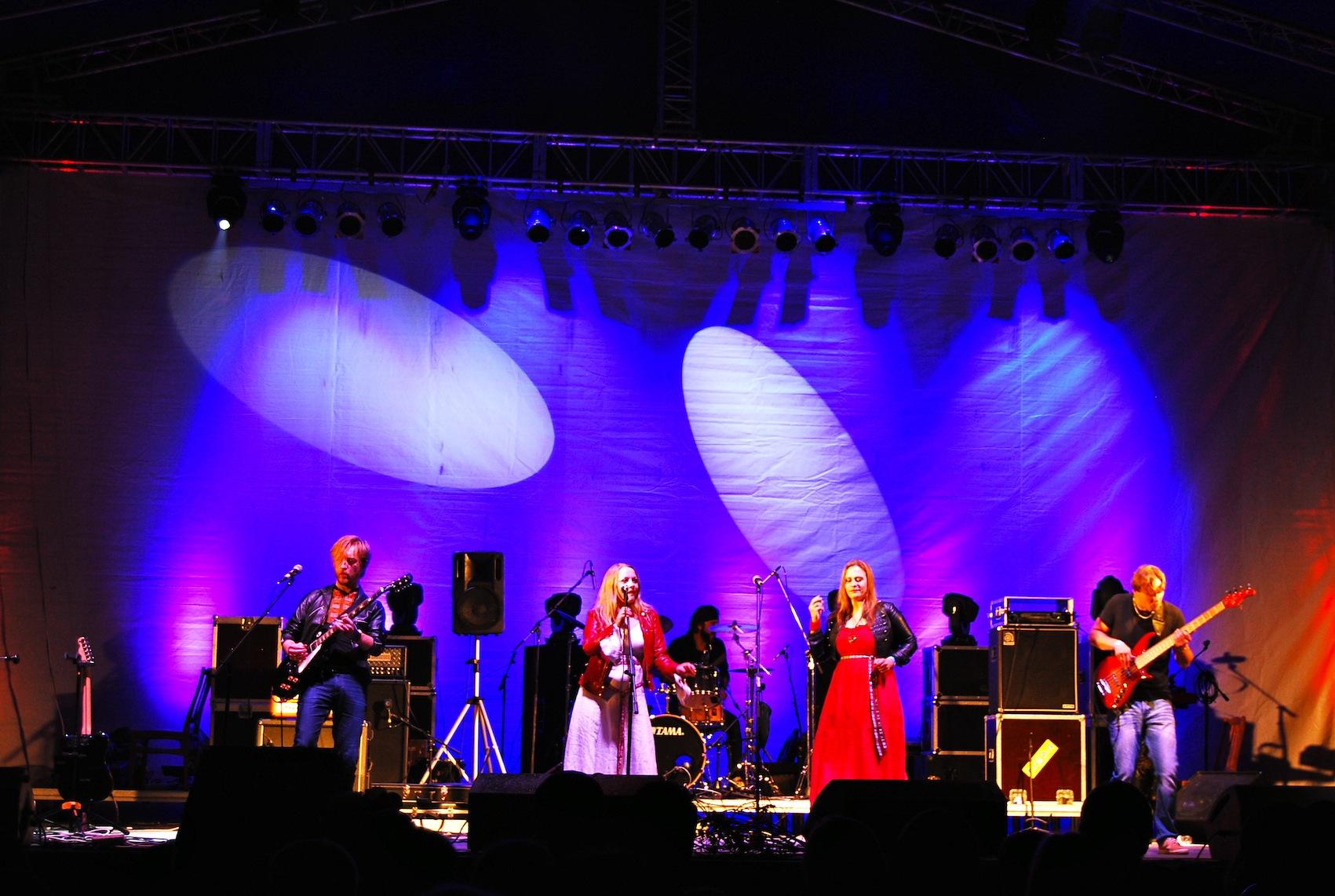 """""""Žalvarinis"""" koncertavo LDK pilyje Lucke"""