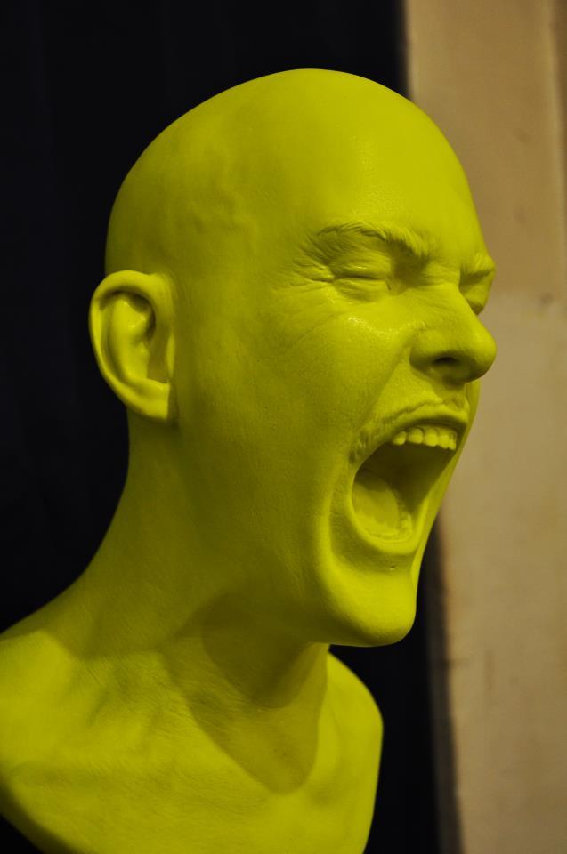 Žmogus, kuriantis jausmų iliustracijas trimate esperanto kalba pavargusiems praeiviams