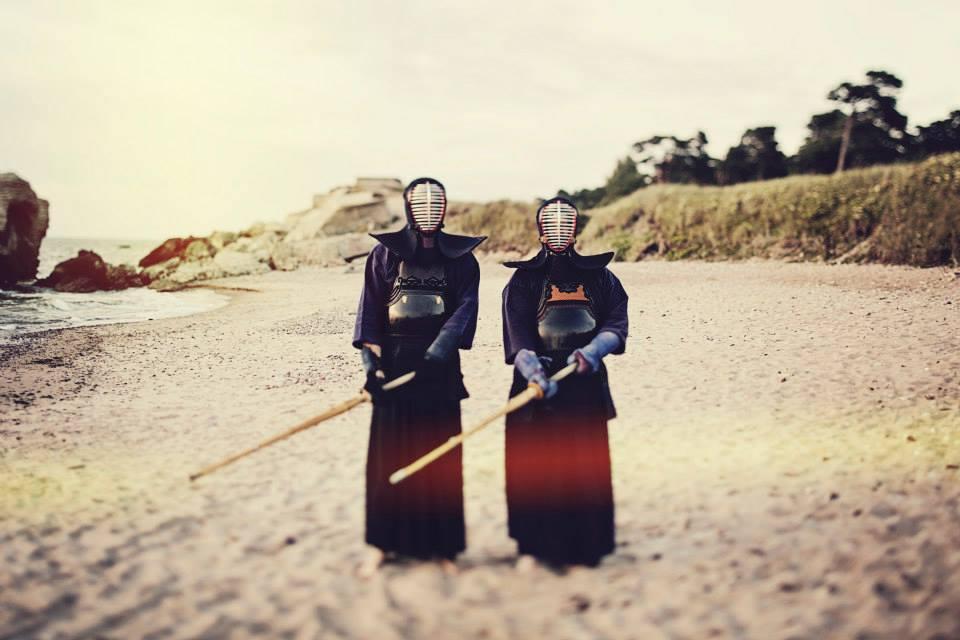 Gerai Gerai klipo filmavimui pasirinkti jūros vaizdai ir kendo kovotojai (video)