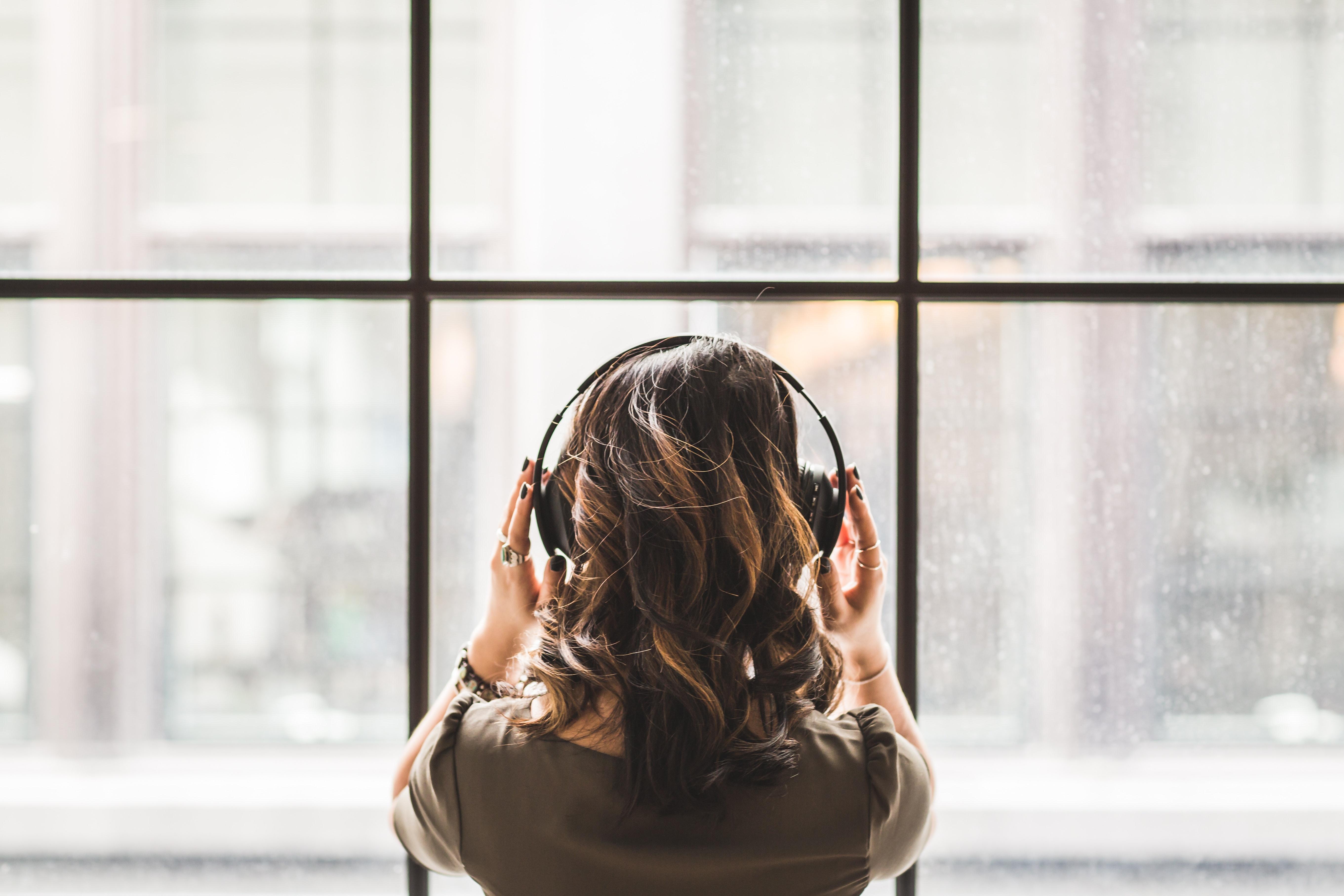 Ar tikrai legaliai klausyti muzikos yra brangu?
