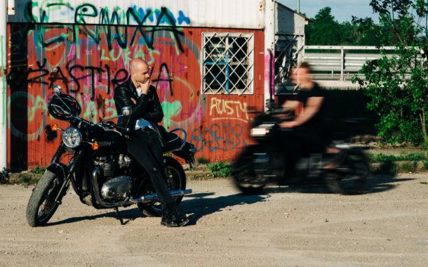 Motociklai, teatras ir šių laikų trubadūrai